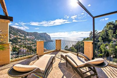 This luxury penthouse in prime location is located in an exclusive complex in popular Cala Llamp offering unobstructable open sea views