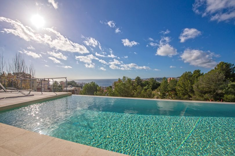 For sale modern villa with sea views, ample terraces and pool in the exclusive Bonanova district, Palma de Mallorca