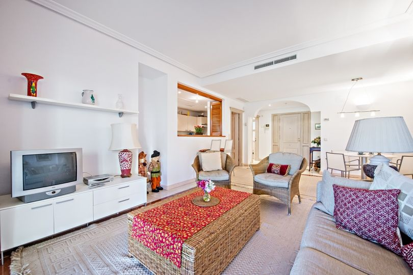 Excellent and spacious 1-bedroom garden apartment