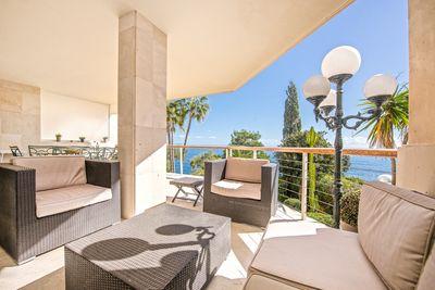 Diese qualitativ hochwertige Wohnung besticht durch ihren fantastischen Meerblick und ihre grosszugige Raumaufteilung