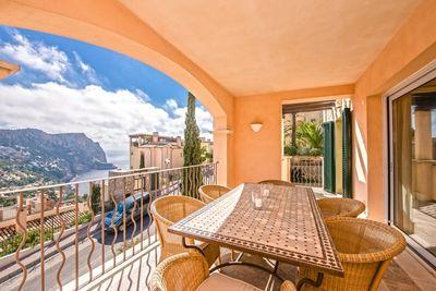 Das schicke Penthouse befindet sich in einer der exklusivsten Wohnanlagen auf Mallorca  die mit ihren aussergewohnlichen Komfort-Einrichtungen wie zwei