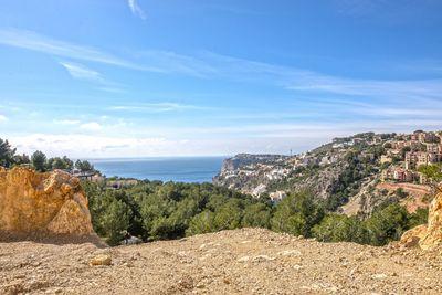 Dieses grosse Mallorca Grundstuck zum Kauf liegt in der Bucht von Cala Llamp in Puerto Andratx und bietet einen sehr schonen Meerblick