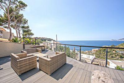Die 4 auf La Mola gelegenen Doppelhaushalften biete alle samt einen beeindrucken und unvergleichbaren schonen Blick auf die Insel Dragonera  die wie ein