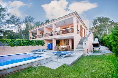 Villa mit 4 Schlafzimmern in Gotmar  Puerto Pollensa zu verkaufen    Diese Doppelhaushalfte befindet sich in Gotmar  Puerto Pollensa