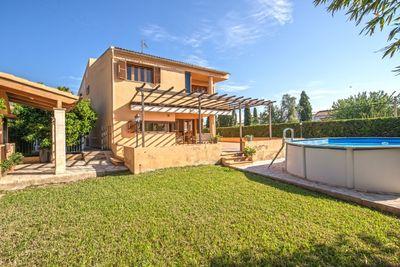 Lichtdurchflutetes  schones Haus mit Garten in La Vileta  Palma de Mallorca     Die ca