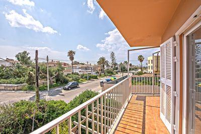 Dieses attraktive  vor Kurzem renovierte Apartment liegt in Colonia de Sant Jordi  nur einige Gehminuten vom Meer / Strand entfernt     Die Aufteilung der ca