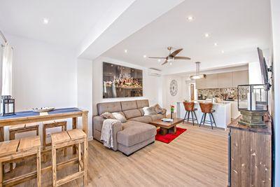 Dieses wunderschone und komplett sanierte Penthouse befindet sich in unmittelbarer Nahe des Strandes und der Altstadt von Palma    Die Wohnflache von ca