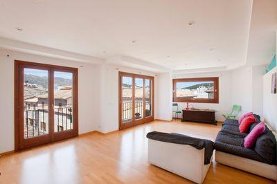 Diese Wohnung mit Dachterrasse befindet sich im Zentrum von Pollensa und hat einen atemberaubenden Blick auf das Meer und die Berge