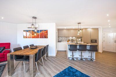 Dieses komplett neu renovierte Apartment befindet sich in unmittelbarer Nahe vom Strand und dem Hafen von El Portixol  und hat teilweise Blick auf den Hafen