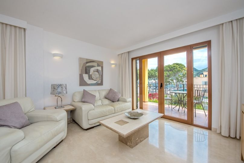 This friendly bright apartment in Port d´Andratx is located opposite the marina Club de Vela and is just a few steps from a small beach