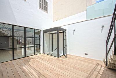 Hier handelt es sich um eine schone  renovierte Wohnung mit exklusiver Ausstattung im beliebten Viertel El Terreno in Palma de Mallorca