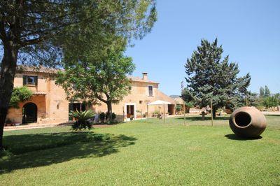 Das historische Anwesen befindet sich nur drei Gehminuten von dem Stadtkern von Santa Maria entfernt    Das besondere an diesem Haus mit seiner insgesamt 1
