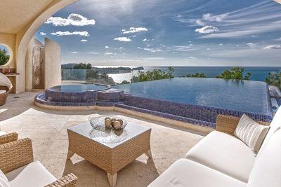 Ein fantastischer Blick  Privatsphare  Komfort und Ruhe; all dies bietet diese mediterrane Luxus-Villa in den hoher gelegenen Teilen Costa de la Calmas – hier