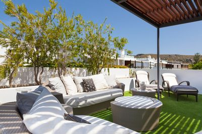 Moderne Duplex-Wohnung in Mallorca Puerto Pollensa mit groser Dachterrasse mit Aussenkuche und Jacuzzi und nur wenige Gehminuten zum Strand zum Verkauf   In der