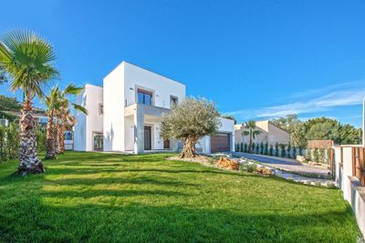 """Diese moderne Neubauvilla befindet sich am Hausberg der beliebten """"Ensaimada"""" in Nova Santa Ponsa und wird aktuell in hochwertiger Bauqualitat auf einem"""