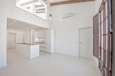Komplett renoviertes Duplex-Penthouse mit privater Dachterrasse im Herzen der Altstadt von Palma de Mallorca     Die ca