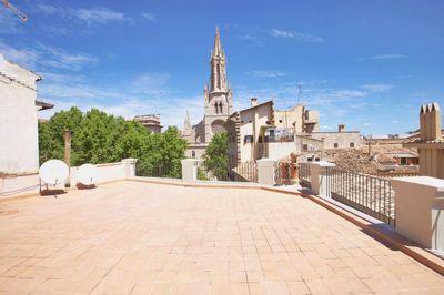 Dieses zu renovierende Apartment befindet sich an einem Altstadtplatz im Herzen von Palma de Mallorca