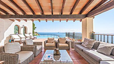 Immobilie in erster Linie  in exklusiver Lage in Sol de Mallorca  mit direktem Meereszugang