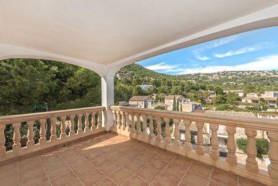 Duplex-Wohnung mit einer grosen Terrasse und Garten und schoner Aussicht auf die Berge zum Kauf mit Mallorca Properties Finest Properties