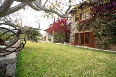 Dieses typische Landhaus ist ideal  in der ruhigen Landschaft nahe  Puigpunyent gelegen
