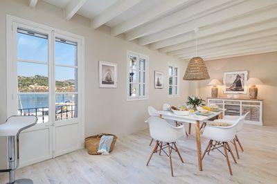 In einem historischen Gebaude aus dem Jahe 1739  liegt dieses hochwertig sanierte Apartment in 1  Meereslinie mit Meerblick in Port Andratx