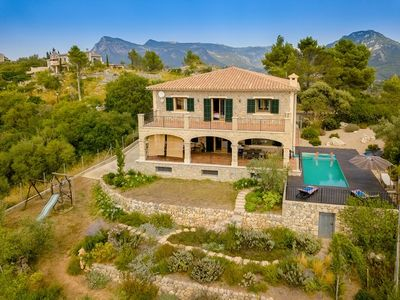 Dieses wunderschone Natursteinhaus befindet sich in der Urbanisation George Sand in 5 Autominuten Entfernung vom Zentrum von Valldemossa und 20 Minuten von