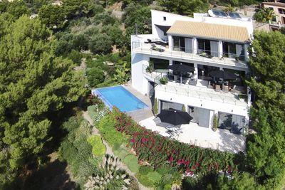 Luxusvilla mit Pool und Meerblick in Puerto Soller  Sie wurde vor weniger als 10 Jahren von einer deutschen Baufirma in ausergewohnlicher Bauqualitat erstellt