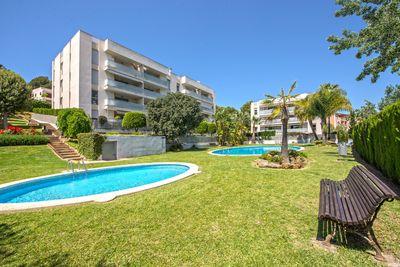 Diese helle und geraumige 4 Zimmerwohnung liegt in einer sehr gepflegten Wohnanlage fusslaufig vom feinen Sandstrand von Palmanova