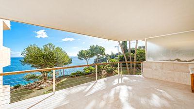 Dieses frisch renovierte Apartment in erster Meereslinie in der beliebten Anlage  Imperial Gardens  geniesst einen fantastischen Meerblick
