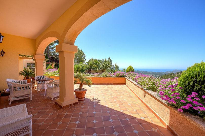 A Mediterranean style villa with amazing panoramic views to the sea, countryside and mountains