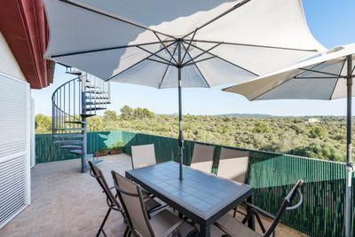 Bei diesem Objekt handelt es sich um ein schones Penthouse mit Sudausrichtung in einer gepflegten Apartmentanlage von Son Gual bei Palma de Mallorca      Die ca