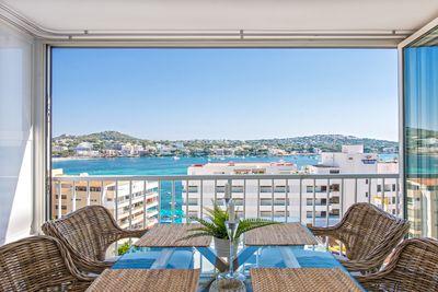 Nicht nur eine geschmackvoll und modern ausgestattete Einrichtung  sondern auch einen atemberaubenden Meerblick und die Sicht auf die Bucht von Santa Ponsa