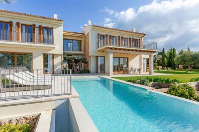 Neubau-Luxusvilla (Erstbezug) in Son Gual  ca  20 min ostlich von Palma  Son Gual ist bekannt fur seine exklusiven Villen mit Grundstucken von 7500 m2