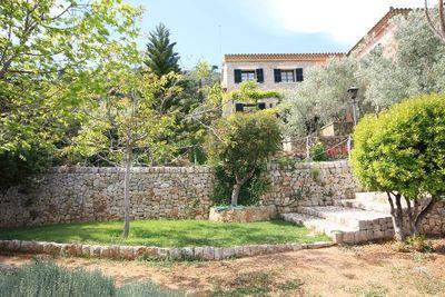 Diese spektakulare Villa/Finca mit einem Konigsblick Richtung Suden liegt am Fuse der Tramuntana