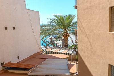 Diese Immobilie stellt eine interessante Renovierungsmoglichkeit dar und liegt sehr nahe am Hafen von Palma de Mallorca  am Paseo Maritimo