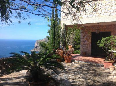 Dieses Anwesen liegt mit seinem atemberaubenden Meerblick im Dorf von Llucalcari    Das Gebaude umfasst 160m2 auf einem Grundstuck von 4000m2