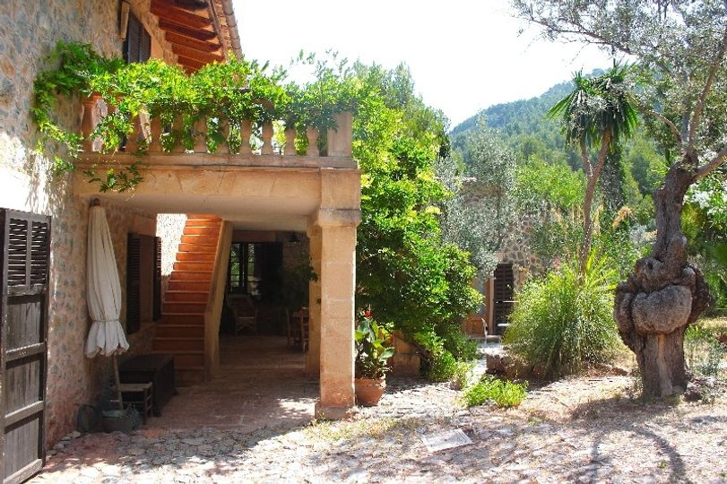 This beautiful finca is situated just 300 meters above the sea, on the slopes of the Tramuntana mountains, nestled between the sea and the mountains