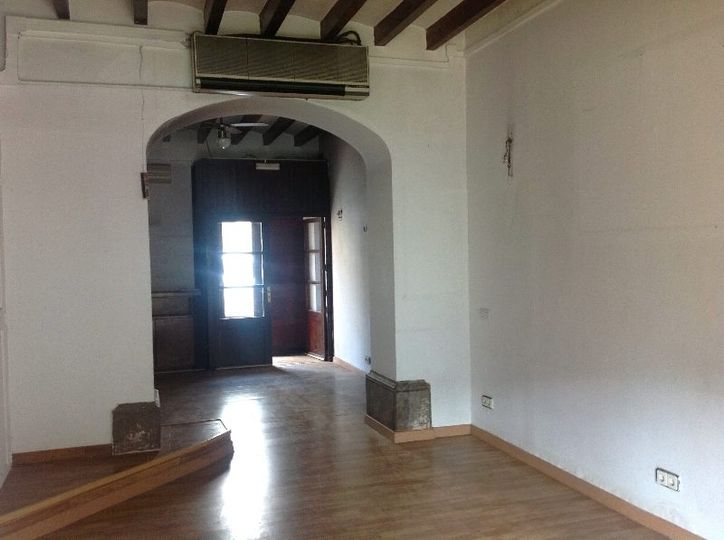 Commercial premises on the main street of Deia with mountain views and the possibility of building an outdoor terrace