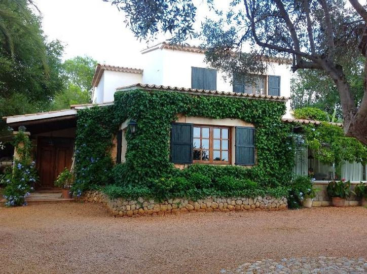 Single family house with large garden and views over the bay of Palma and Ses Esporles Valley Rotgetes