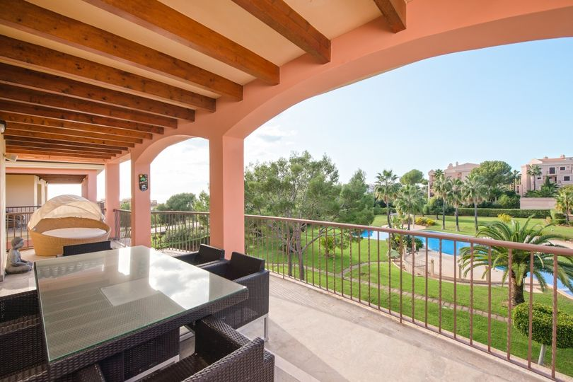 Beautiful penthouse with sea views, close to the luxury harbour Port Adriano in Golf Gardens - Nova Santa Ponsa. The aprox