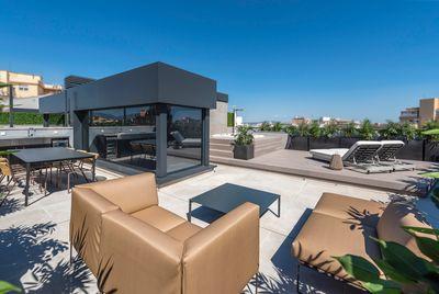 In einem modernen Gebaude im Zentrum von Palma de Mallorca entsteht dieses luxuriose Penthouse mit groszugigen Terrassenflachen    Die Verteilung der ca