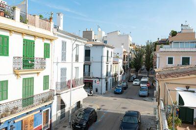 Diese helle  geraumige Wohnung befindet sich in Santa Catalina  einem der begehrtesten Viertel von Palma de Mallorca