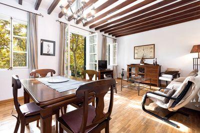Lage  Lage  Lage  Diese geraumige Wohnung liegt in einer der attraktivsten locations der Altstadt von Palma de Mallorca  ganz in der Nahe vom Paseo del Borne