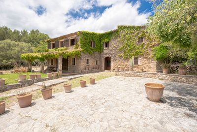 Herrschaftliches Landgut mit 39 000 Quadratmetern Land in Pollensa  Mallorca zu verkaufen    Wunderschone Finca in unmittelbarer Nahe von Pollensa mit einem 39