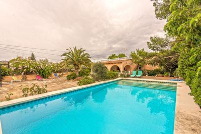 Finca mit Privatsphare  grosem Pool und Ferien-Vermietungs Lizenz in Llucmajor  Mallorca     Auf einem Grundstuck von ca