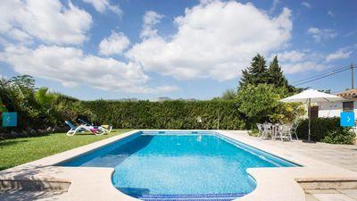 Landhaus mit Pool und gultiger Ferien-Vermietungs-Lizenz (ETV) zum Verkauf in Puerto Pollensa  Mallorca    Das schone Landhaus liegt in einer ganz ruhigen Gegend