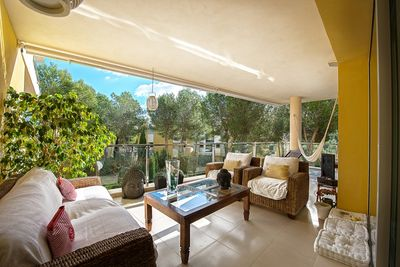 Qualitativ hochwertiges Luxusapartment  gelegen in einer ruhigen Wohngegend mit Blick auf  mediterrane Garten