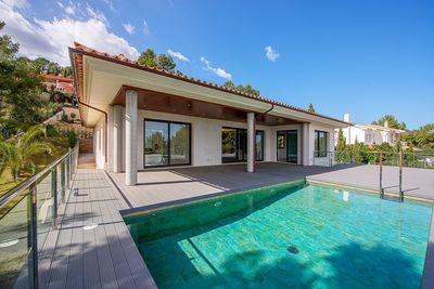 Diese Neubau Villa wurde nach hochsten Standards errichtet