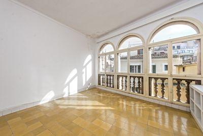 Diese Wohnung liegt in Toplage im Herzen der Altstadt von Palma de Mallorca  ganz in der Nahe vom Paseo del Borne  Die Lage ist ruhig (kein Autoverkehr)