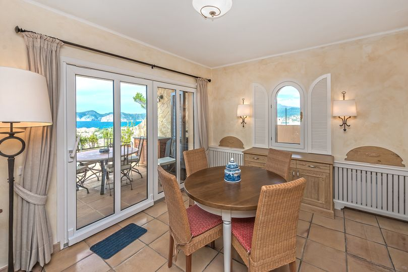 This semi-detached house is located in a privileged location of Nova Santa Ponsa